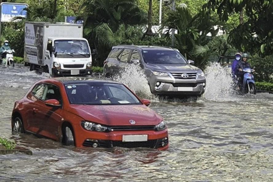 Ôtô đi mưa về, cần làm ngay những việc này nếu không muốn xe chóng hỏng-1