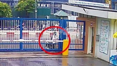 Vụ nam sinh Hà Nội đi thi muộn, khóc thảm thiết trước cổng trường: Trích xuất camera xác định được thời gian đến trường