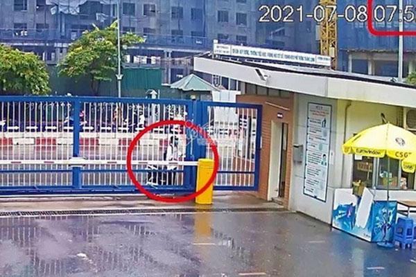 Vụ nam sinh Hà Nội đi thi muộn, khóc thảm thiết trước cổng trường: Trích xuất camera xác định được thời gian đến trường-1