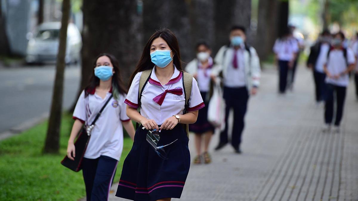 Nhật kí xúc động về mùa thi tốt nghiệp của phụ huynh ở Sài Gòn