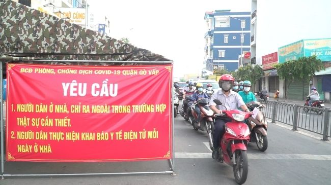 TP.HCM: Dừng 311 chốt, xử phạt mạnh người dân ra đường không lý do