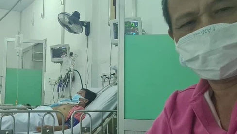 Đây là tình trạng hiện tại của diễn viên Lữ Đắc Long sau khi cả nhà 4 người nhiễm Covid-19, hình ảnh lắp ống thở gây xót xa