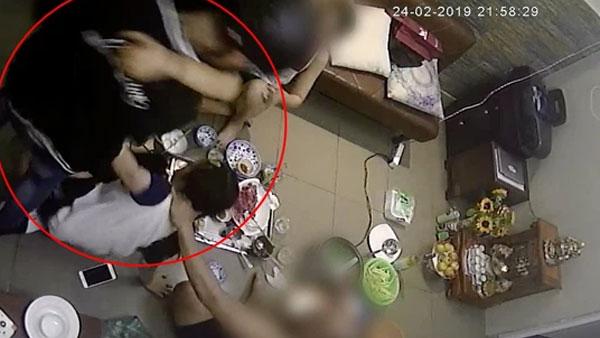 Đạt G bị tung clip hành hung bạn gái cũ, lao vào đạp tát khi Du Uyên đang ăn cơm với gia đình