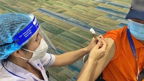 Hà Nội: Người dân có thể đăng ký tiêm vắc xin Covid-19 như thế nào và để được tiêm chủng cần đáp ứng điều kiện gì?