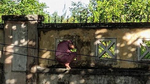 Nữ bệnh nhân F0 trèo tường trốn khỏi BV mắng người tố cáo mình