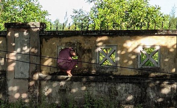 Nữ bệnh nhân F0 trèo tường trốn khỏi BV mắng người tố cáo mình-1