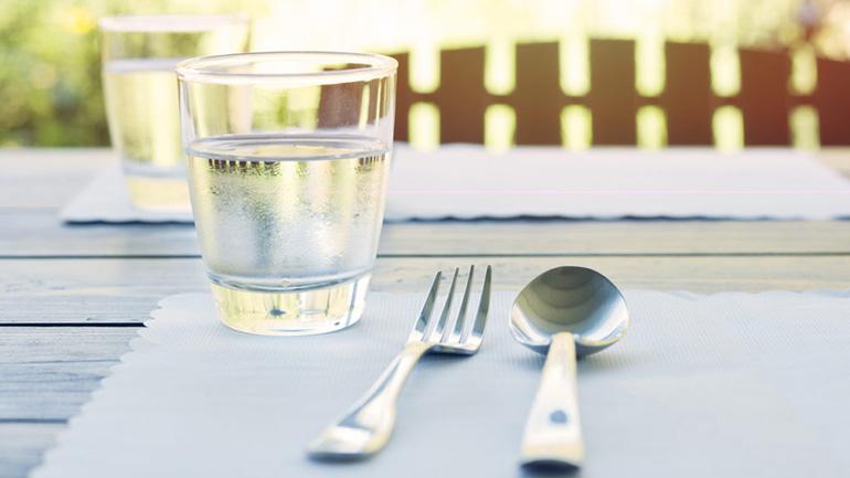Vì sao người Nhật hiếm khi uống nước trong lúc ăn?