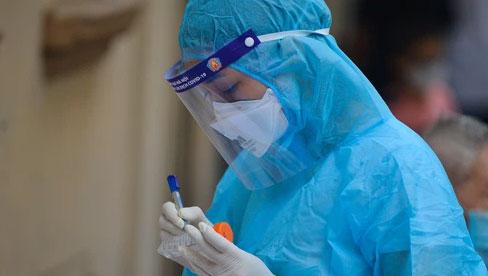 Hà Nội: 2 gia đình sát cạnh nhau có 10 ca dương tính SARS-CoV-2, chưa rõ nguồn lây