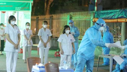 Hà Nội: Phong toả, xét nghiệm cho nhân viên nhà thuốc trên phố Láng Hạ sau thông báo khẩn của CDC