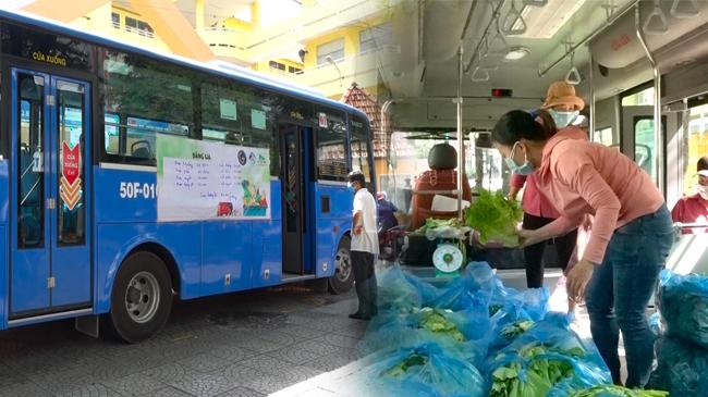Độc đáo 'siêu thị trên xe buýt' bán hàng bình ổn giá cho dân