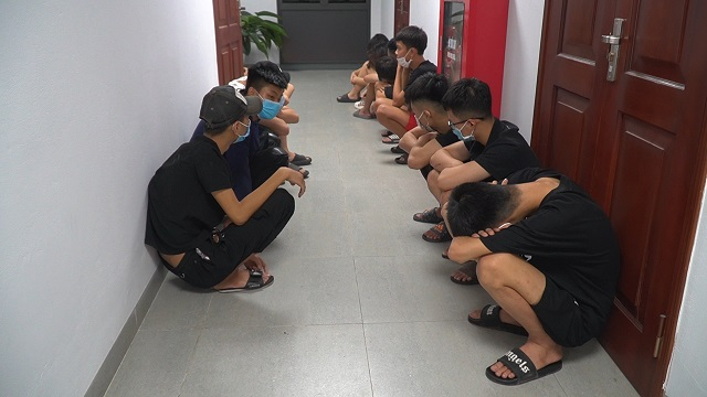 Tạm giữ nhóm thanh niên trốn từ Bắc Ninh sang Hà Nội bốc đầu xe