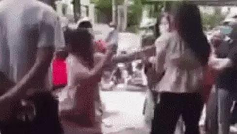 Màn đánh ghen náo loạn trên đường phố Hà Nội: Kẻ thứ ba ngông cuồng thách thức