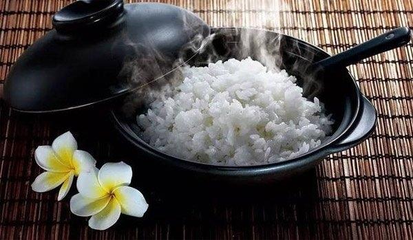 Đây là sai lầm nguy hiểm khi ăn cơm của nhiều người Việt, nếu không sớm thay đổi thì bạn sẽ rước đủ thứ bệnh-1