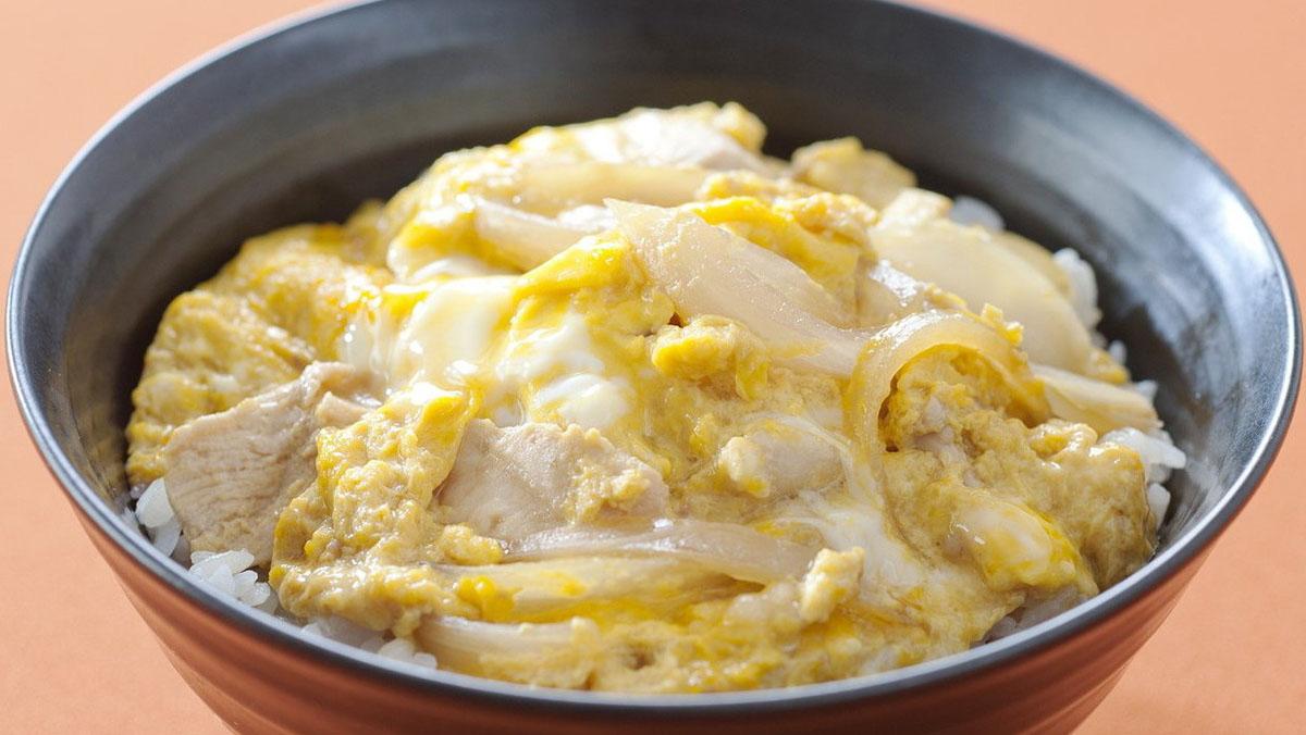 Thịt gà nấu trứng dễ làm cho mâm cơm cuối tuần