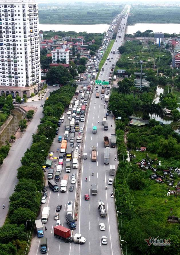 Hàng nghìn xe nối đuôi quay đầu, cầu Phù Đổng tắc dài nhiều km-9
