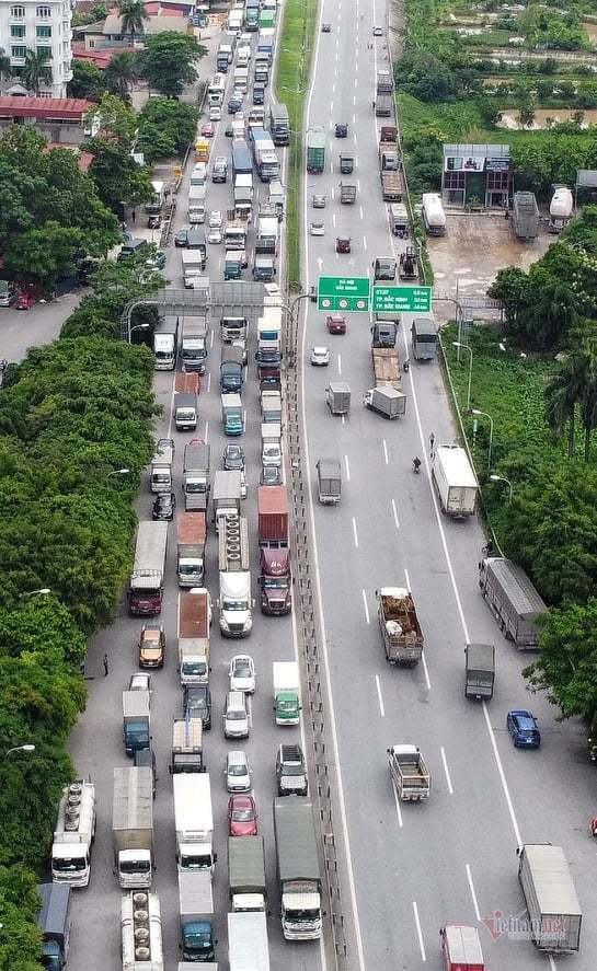 Hàng nghìn xe nối đuôi quay đầu, cầu Phù Đổng tắc dài nhiều km-8