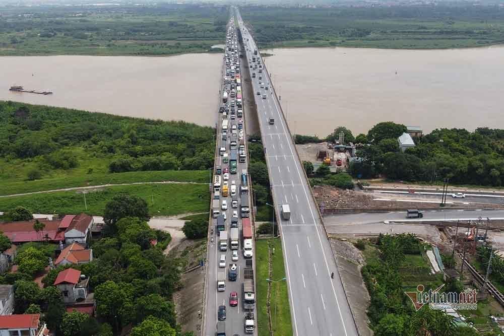 Hàng nghìn xe nối đuôi quay đầu, cầu Phù Đổng tắc dài nhiều km-1
