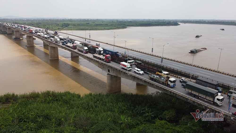 Hàng nghìn xe nối đuôi quay đầu, cầu Phù Đổng tắc dài nhiều km-2