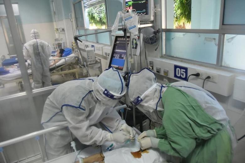 Bác sĩ điều trị động viên F0: Không có khóc, từ từ sẽ khỏe mà-3
