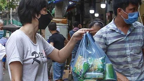 Chợ Hà Nội kẻ vạch 2m giãn cách theo Chỉ thị 16: