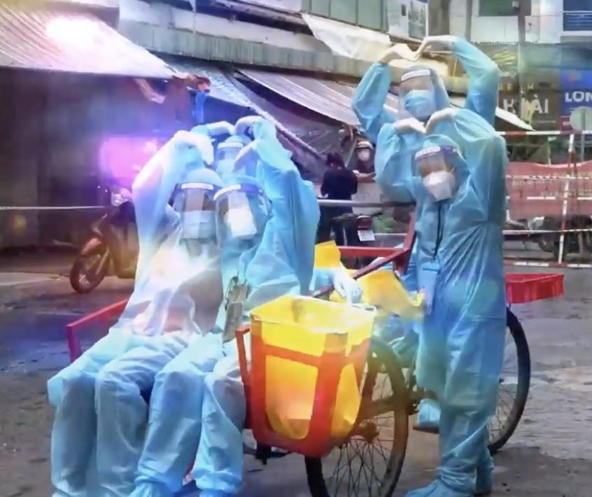 Cận cảnh xe ba gác tự chế của nhân viên y tế TP.HCM-4