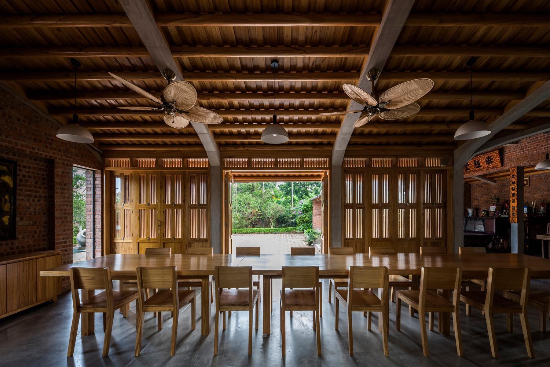 Mê mẩn với nhà gạch gỗ xoan nhiều cửa ở Phú Thọ-5