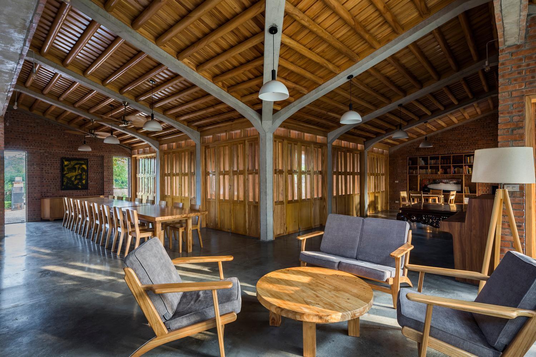 Mê mẩn với nhà gạch gỗ xoan nhiều cửa ở Phú Thọ-3