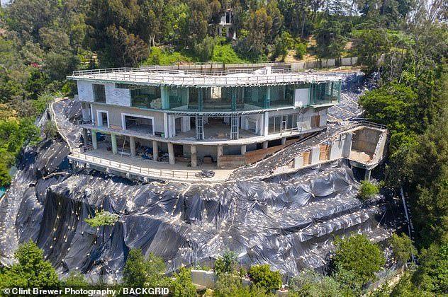Thấp thỏm sống bên dinh thự khủng cơi nới nghìn m2 trái phép trên đỉnh đồi-1