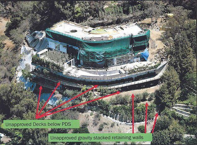 Thấp thỏm sống bên dinh thự khủng cơi nới nghìn m2 trái phép trên đỉnh đồi-3