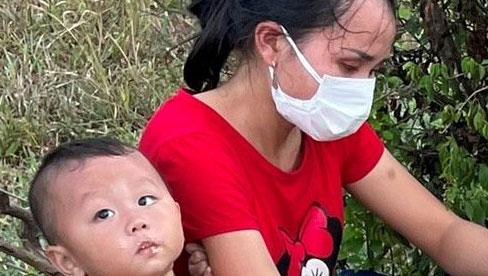 Hy hữu: 2 ông chồng 'bỏ quên' vợ và con giữa đường khi chạy xe máy từ Bình Dương về Nghệ An tránh dịch