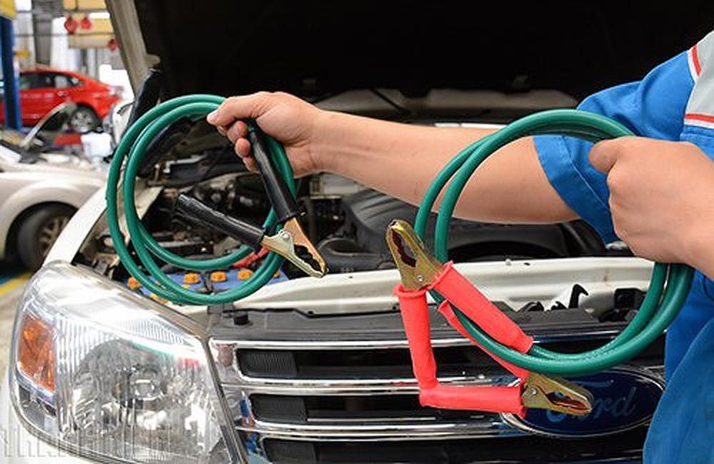 Cách hồi sinh ắc quy ô tô hết điện cực đơn giản, phụ nữ cũng làm được-2