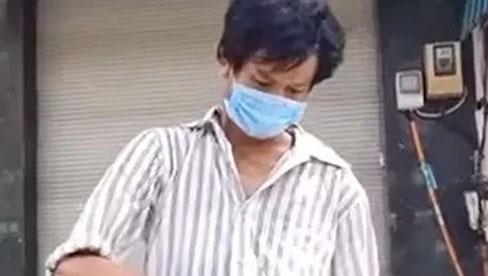 Rớt nước mắt cảnh người đàn ông xin một lúc 2 hộp cơm từ thiện: