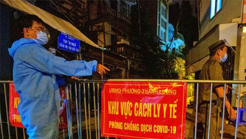 Hà Nội cách ly y tế toàn bộ ngõ 651 Minh Khai vì 20 ca dương tính SARS-CoV-2
