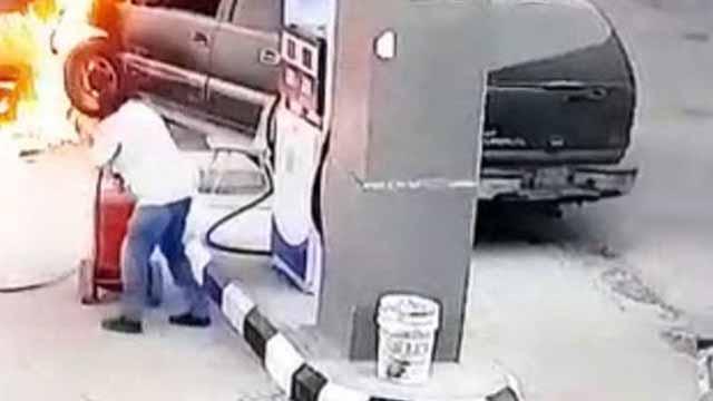 Đánh lái nhầm, nữ tài xế húc đổ cây xăng gây cháy lớn