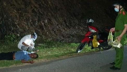 Nhịn đói 3 ngày lái xe máy nghìn km về quê, người đàn ông kiệt sức gục bên đường