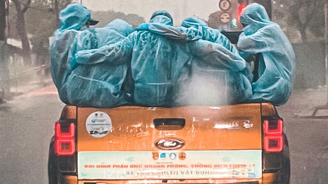 Cuộc hội ngộ đặc biệt của 'gia đình' phun khử khuẩn TP.HCM