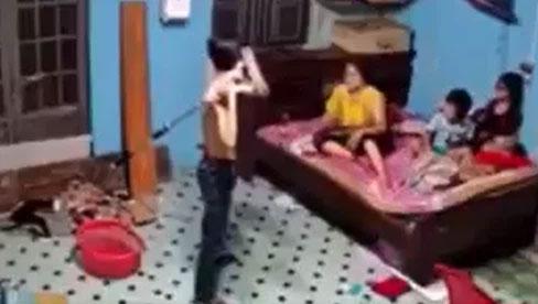 Con trai dùng nạng đánh mẹ dã man vì không mượn được điện thoại