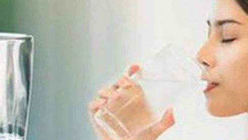 Vì sao uống nước là một trong 10 điều F0 cần nhớ?