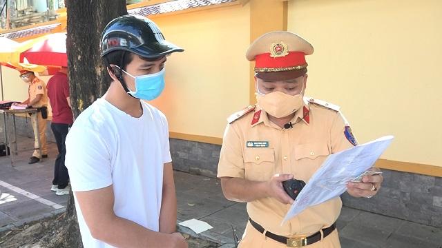 Xử trí của tổ công tác đặc biệt Hà Nội khi gặp giấy đi đường trắng