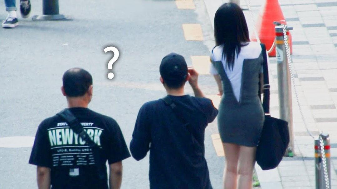Phản ứng của người Hàn Quốc khi thấy phụ nữ chưa kéo khóa áo