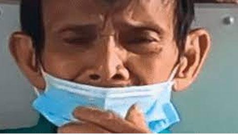 Được hỗ trợ oxy y tế tận nhà, người đàn ông nghèo mắt ướt lệ, tay run run cố đưa tiền cảm ơn đội từ thiện