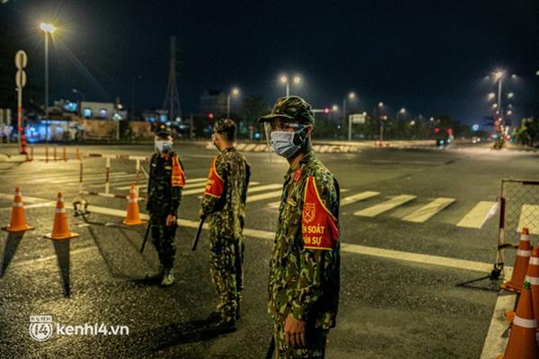 Quân đội xuất quân ngay trong đêm, kiểm soát gần 300 chốt khắp quận huyện TP.HCM-14