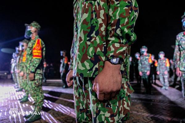 Quân đội xuất quân ngay trong đêm, kiểm soát gần 300 chốt khắp quận huyện TP.HCM-5
