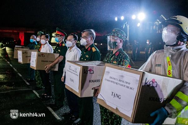 Quân đội xuất quân ngay trong đêm, kiểm soát gần 300 chốt khắp quận huyện TP.HCM-3