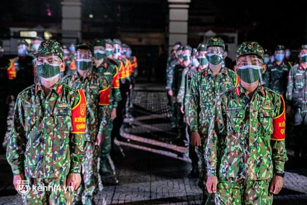 Quân đội xuất quân ngay trong đêm, kiểm soát gần 300 chốt khắp quận huyện TP.HCM-2