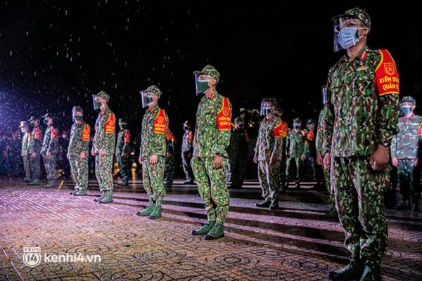 Quân đội xuất quân ngay trong đêm, kiểm soát gần 300 chốt khắp quận huyện TP.HCM-1