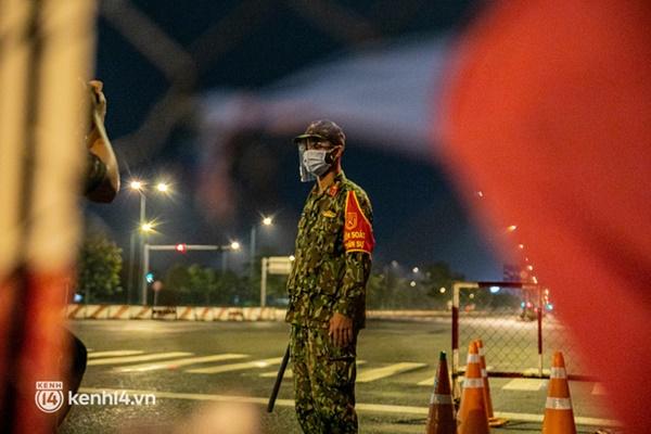 Quân đội xuất quân ngay trong đêm, kiểm soát gần 300 chốt khắp quận huyện TP.HCM-13