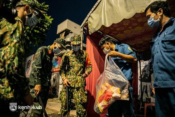 Quân đội xuất quân ngay trong đêm, kiểm soát gần 300 chốt khắp quận huyện TP.HCM-10