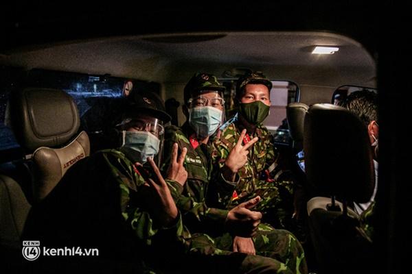 Quân đội xuất quân ngay trong đêm, kiểm soát gần 300 chốt khắp quận huyện TP.HCM-8