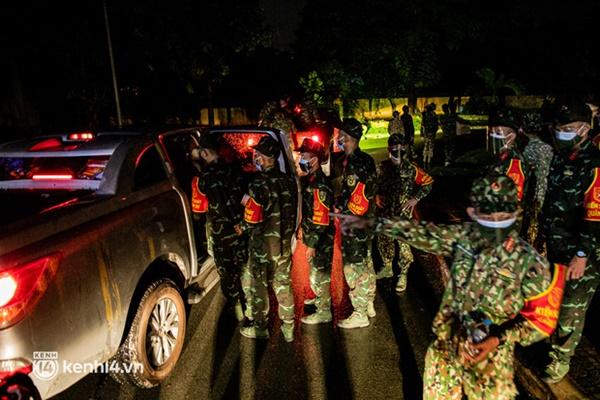 Quân đội xuất quân ngay trong đêm, kiểm soát gần 300 chốt khắp quận huyện TP.HCM-7